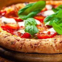 طرز پختن پیتزا مارگاریتا و آموزش تهیه آسان آن