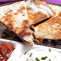 طرز تهیه غذای فوری با نان و لوبیا و پنیر