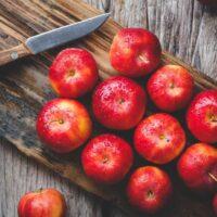 آشنایی با خواص درمان کننده سیب