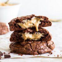 کوکی های شکلاتی پر شده با کره بادام زمینی